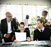 变化商人讨论会议证券交易经纪人行情室概念 图库摄影