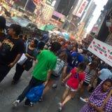 变化,拥挤NYC街道 库存照片