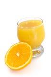 变得新鲜的汁液桔子 库存图片