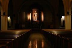 变暗的教会 免版税库存照片