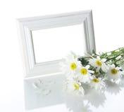 变白的花框架 免版税库存照片