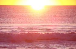 变粉红色海浪 库存照片