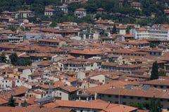 变老的城市屋顶  库存照片