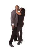 变老的夫妇亲吻的中间名 免版税库存图片