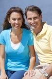 变老的夫妇愉快的人中间名妇女 免版税库存图片