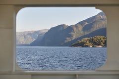 变老的海湾例证横向挪威 巡航旅行背景 挪威游览 库存图片