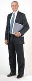 变老的生意人充分的hodling的膝上型计算&#2 免版税库存图片