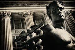 变老的男性雕象 免版税图库摄影