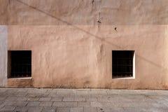 变老的街道墙壁 免版税库存图片