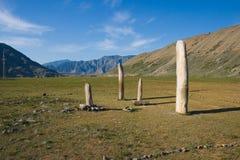 变老的altai山方尖碑俄国石头 免版税库存照片