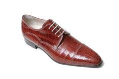 变褐鳄鱼皮革s鞋子 免版税库存图片