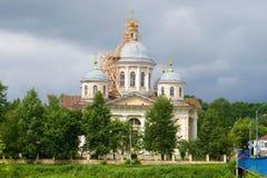 变貌大教堂特写镜头在一多云7月天 Torzhok,俄罗斯 库存图片