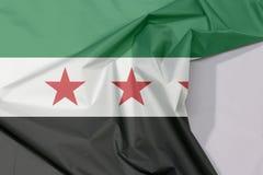 叙利亚临时政府织品旗子绉纱和折痕与白色空间 向量例证