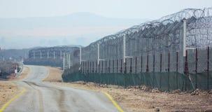 叙利亚和以色列的边界 有军事哨所和联合国战士的高篱芭 股票录像