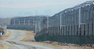 叙利亚和以色列的边界 有军事哨所和联合国战士的高篱芭 股票视频