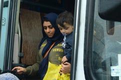 从叙利亚的母亲和儿子难民 免版税库存照片