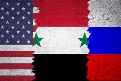 叙利亚美国和俄罗斯被撕毁的旗子难看的东西背景 图库摄影