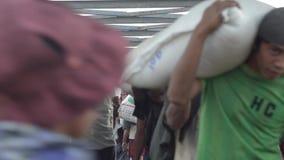 口岸、奎伊&跳船:下来亚洲- MS与搬运工的观点通道 股票视频