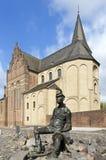 口岸人和圣马丁教会雕刻家艺术  免版税图库摄影