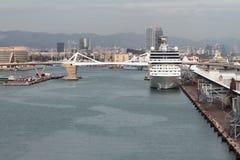 口岸和巡航终端水地区  巴塞罗那西班牙 免版税库存图片