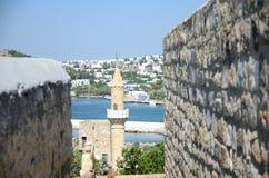 口岸和清真寺在博德鲁姆,土耳其 免版税库存照片