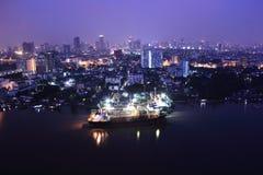 口岸在微明的曼谷市 免版税库存照片