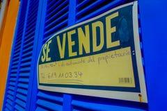 口岸D安德拉特斯,西班牙- 2017年8月18日:情报在拜雷阿尔斯的马略卡签到墙壁,安德拉特斯口岸小游艇船坞 库存照片