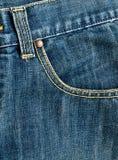 在蓝色牛仔裤纹理的口袋 免版税库存图片
