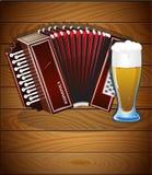 口琴和杯啤酒 皇族释放例证