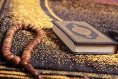 古兰经和tasbih 免版税库存图片