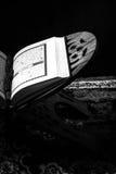 古兰经-穆斯林、ฺblack和白色样式被过滤的照片圣经  免版税图库摄影