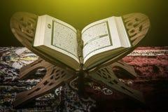 古兰经-穆斯林圣经,阳光作用过滤器 库存图片