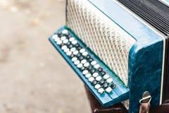 古典减速火箭的bayan手风琴,乐器 免版税库存照片