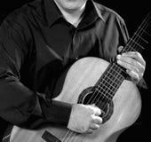 古典吉他弹奏者 库存照片