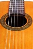 古典声学吉他关闭身体  免版税库存图片