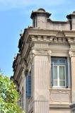 古典大厦详细资料与精妙的雕刻 免版税库存照片