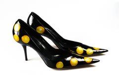 古典对穿上鞋子妇女 免版税库存图片