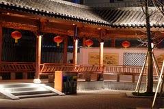 古典长的走廊Ruzi亭子公园夜 免版税库存图片