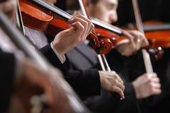 古典音乐。音乐会的小提琴手 免版税图库摄影