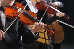 古典音乐。音乐会的小提琴手 图库摄影