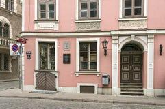 古典主义样式的老住宅房子 拉脱维亚里加 免版税库存照片