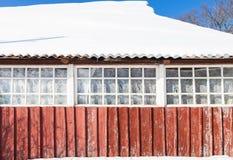 古国房子积雪的游廊  免版税库存图片