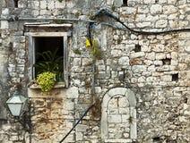 古国达尔马希亚房子由白色石头制成 免版税图库摄影