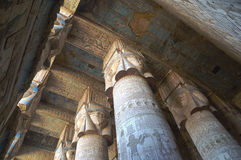 古埃及寺庙内部在Dendera 免版税库存图片