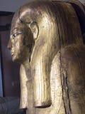从古埃及的被镀金的木妈咪棺材盒盖 免版税库存图片