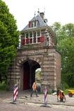 古城门和铺设工人在荷恩 库存图片