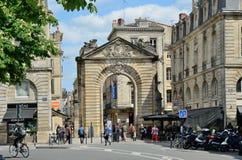 古城门Porte Dijeaux在红葡萄酒 免版税库存照片