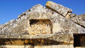 古墓废墟在希拉波利斯 免版税库存图片