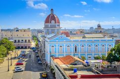 古巴城市的中心广场的鸟瞰图 库存图片
