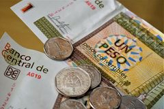 古巴敞篷车比索硬币和笔记II 图库摄影